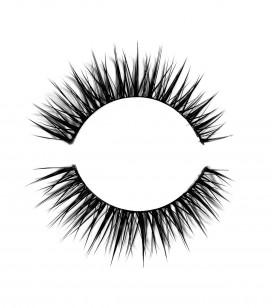 False eyelashes - regard audacieux