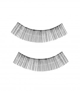 Practice false eyelashes