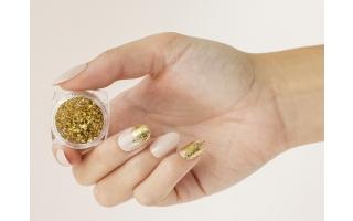 Nail art avec les décors pour ongles