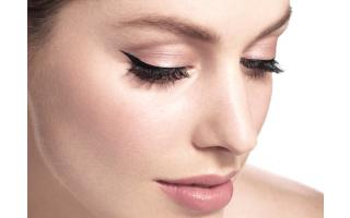 Eyeliner : l'appliquer à la perfection, trait pour trait !