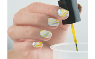 Water marbling: a step-by-step guide to this drop-by-drop technique