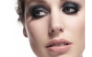 So dark, so classy: the ultra-sophisticated smoky eyes look