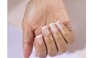 DIP In French Manicure auf Naturnägeln